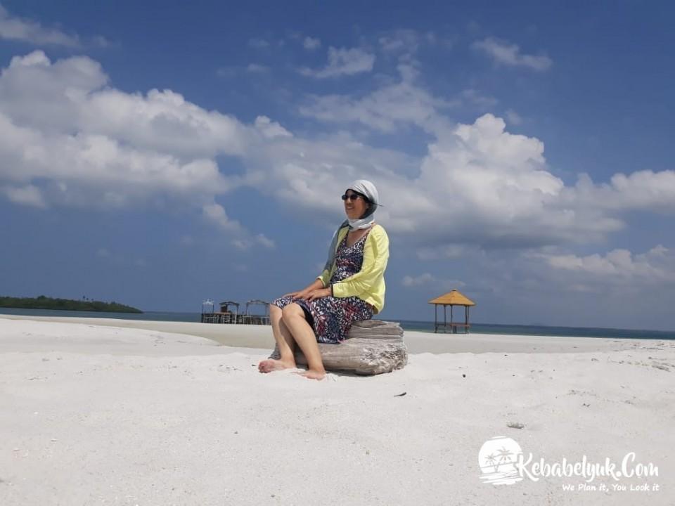Mr. Adlo dan Farm - Paket Tour Pulau Leebong Belitung