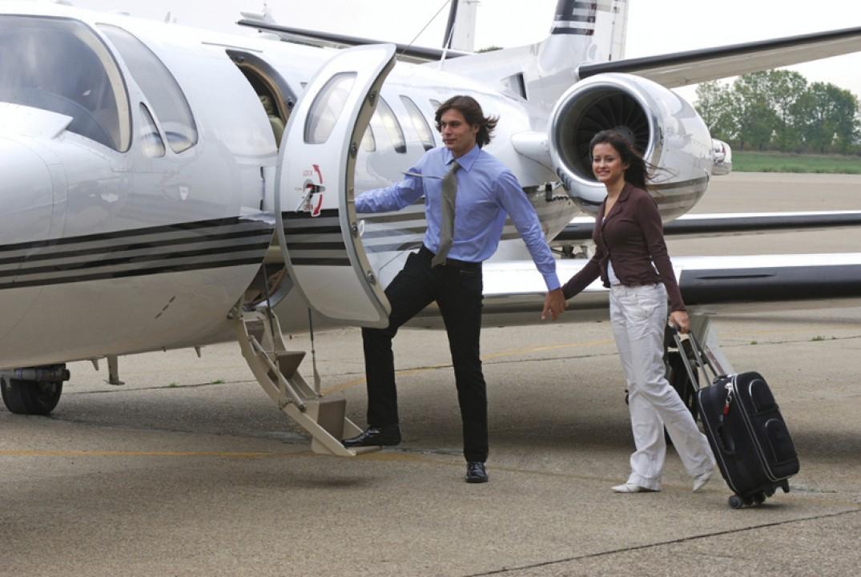 Jangan Pakai Sandal, Ini 7 Tips Berpakaian Saat Naik Pesawat