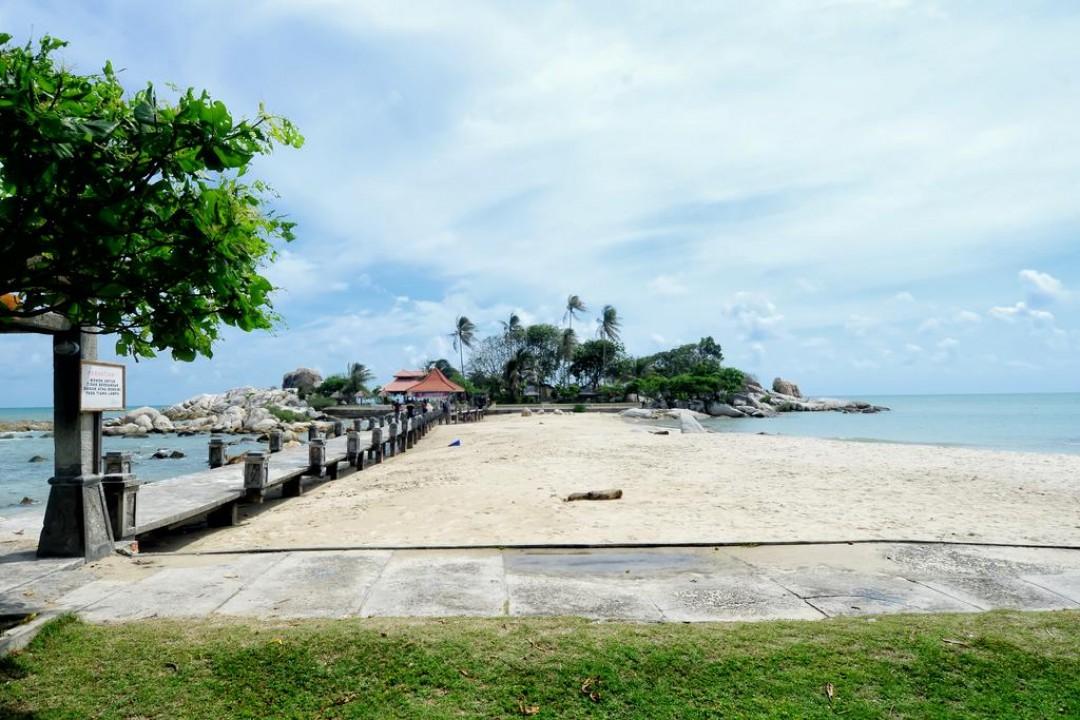 Keindahan Pantai Parai Pulau Bangka