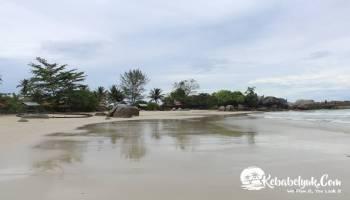 Keindahan Pantai Siangau Bangka Barat
