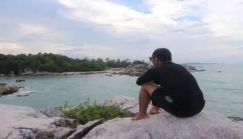 Pose Foto Yang Bisa Kamu Lakukan Di Pantai Parai Tenggiri