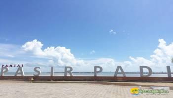 Yang Dekat Belum Tentu Mengecewakan, Liburan di Pantai Pasir Padi Pangkalpinang